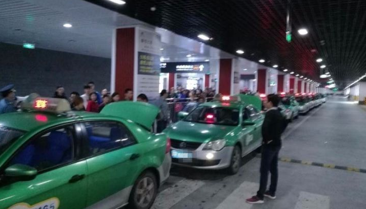 阆中火车站出租车接人不排队!官方回复来了…